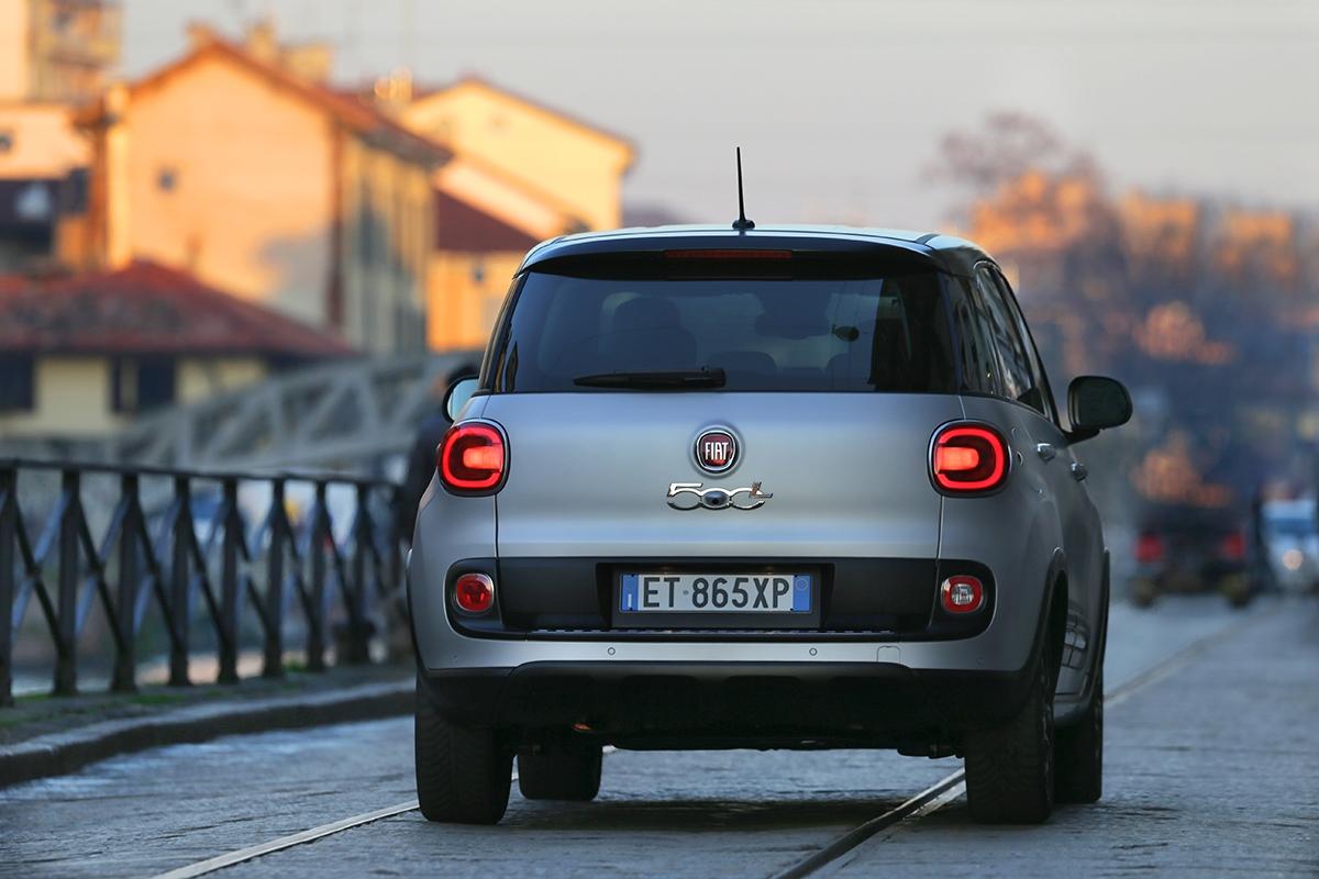 500L je na silnici překvapivě schopná, benzinové verze mají pohodlnější pérování.