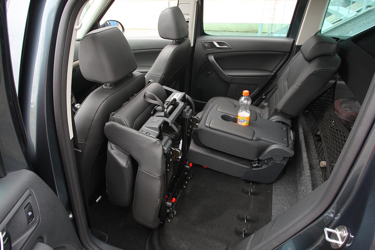 Samostatná sedadla lze ivyjmout arozšířit tak zavazadelník na1,760 m³.