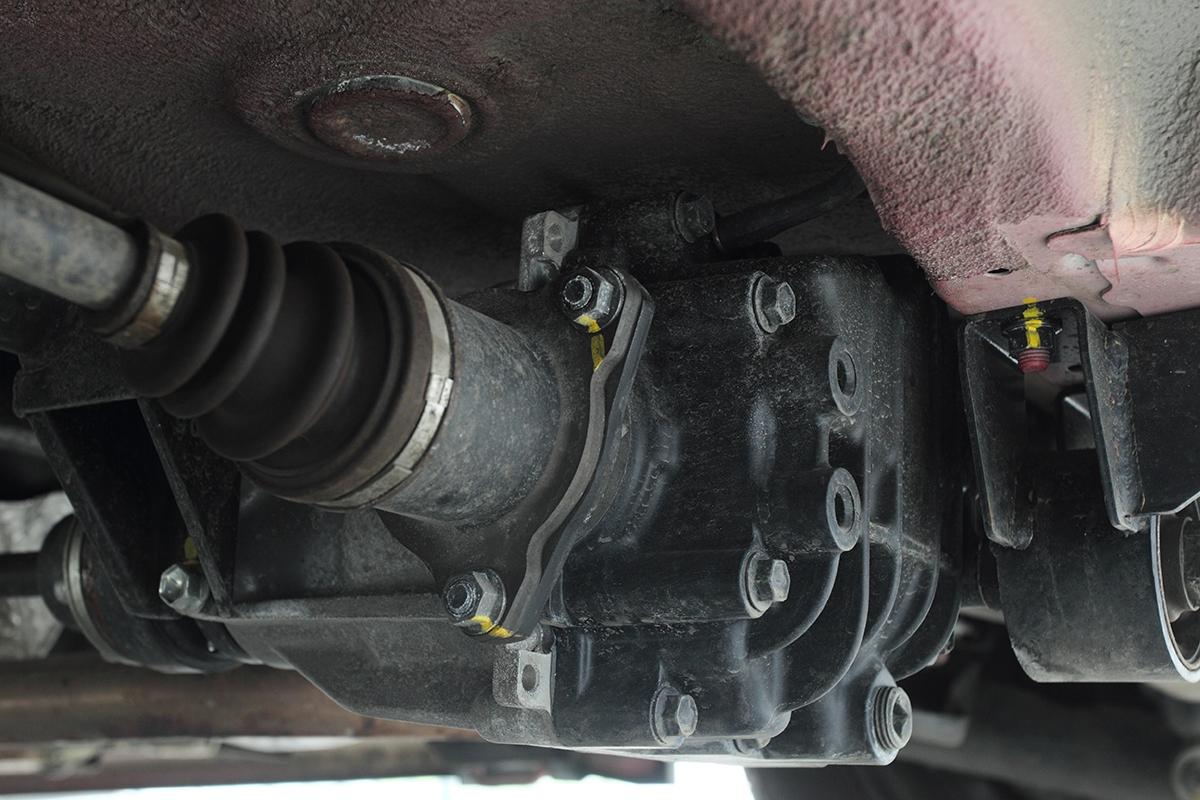 Systém pohonu všech kol spoléhá naelektricky řízenou lamelovou spojku. Funguje rychle aspolehlivě.