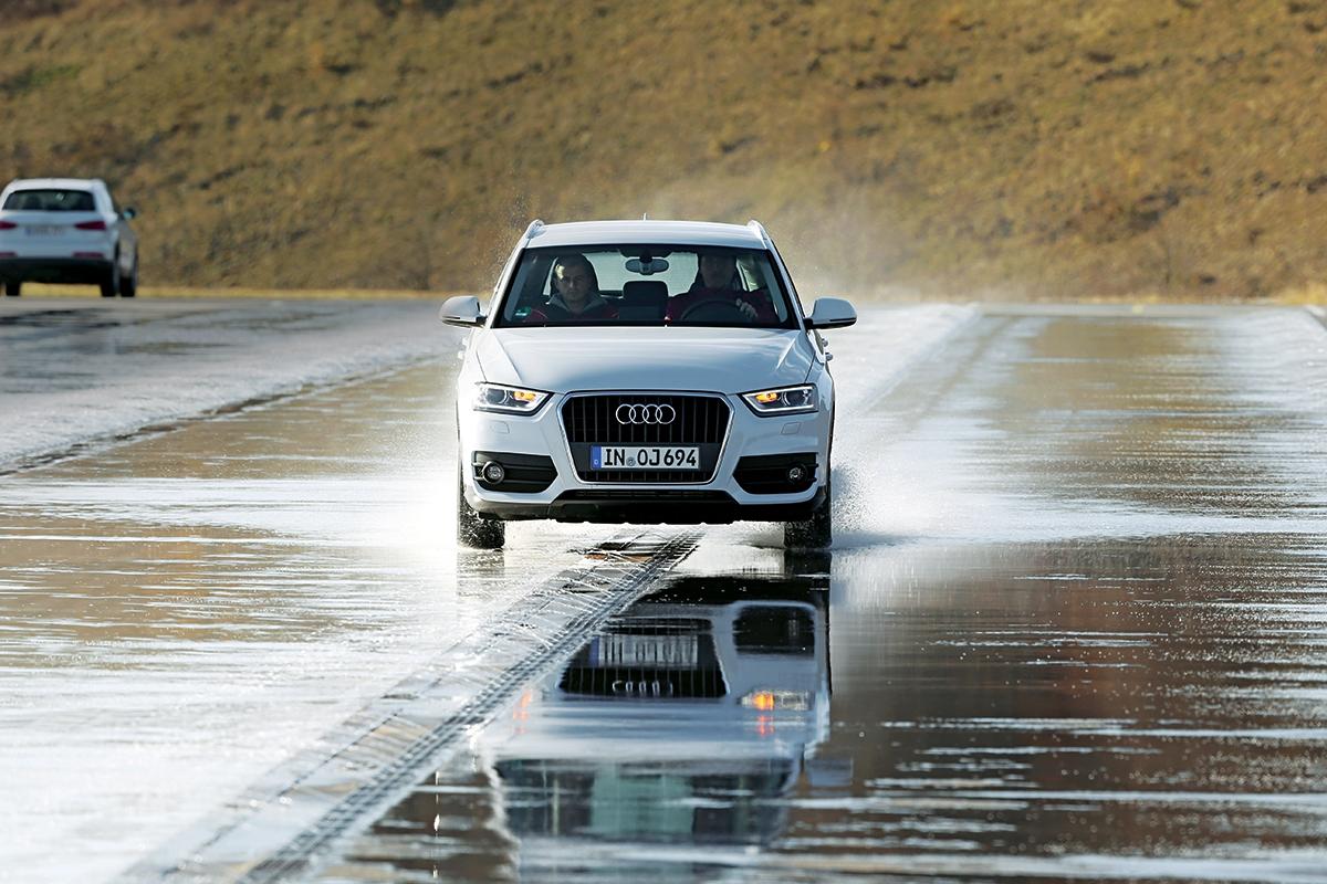 Audi Q3 smotorem TDI ovýkonu 140 kstojí 722900 korun. Vprovedení quattro 792900Kč.
