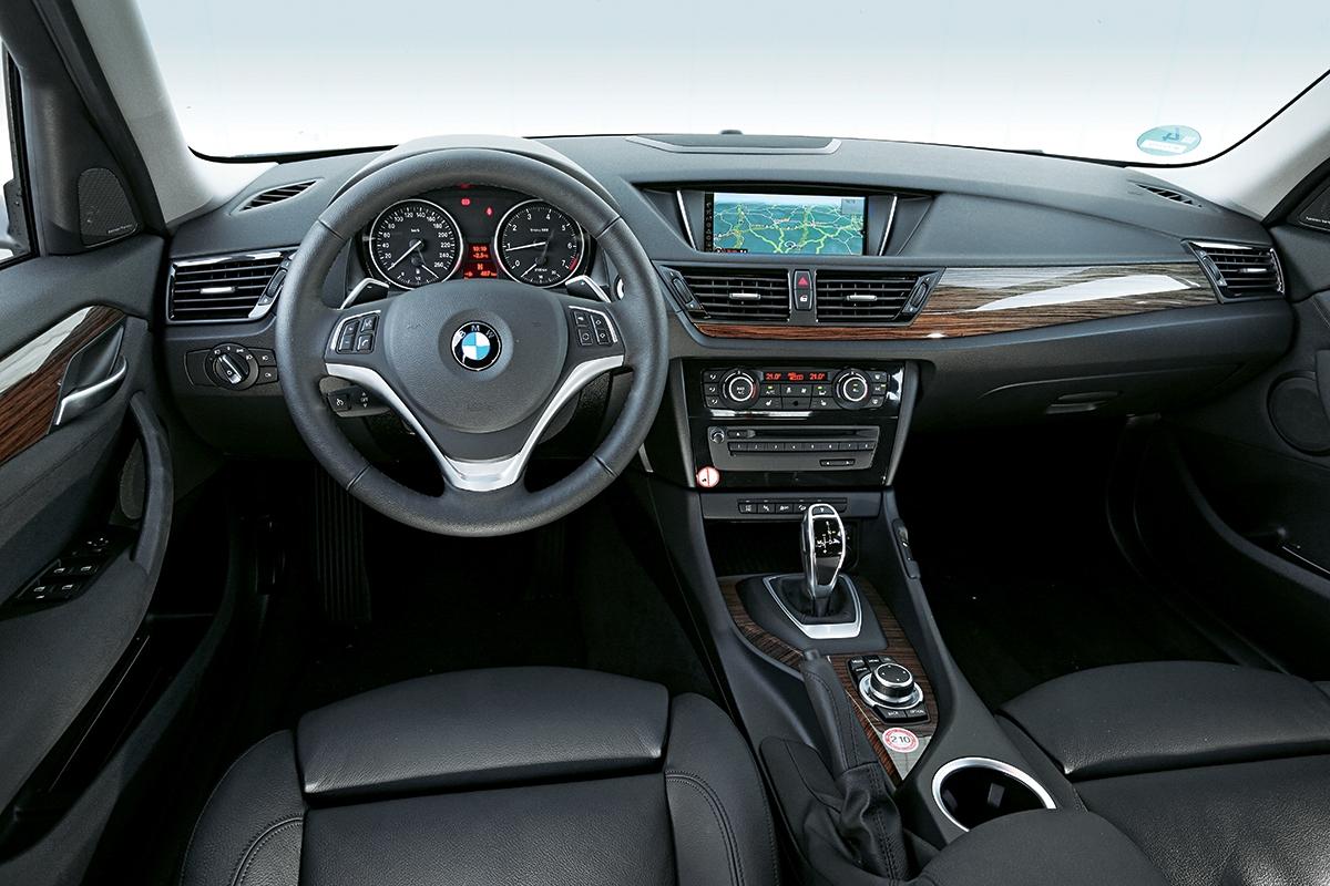 Jako vůbec jediné BMW má X1 systém xDrive doplněný o asistent pro sjíždění svahů.