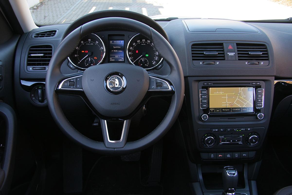 Facelift přinesl nový volant nebo parkovací kamera (vespojení se zastaralou navigací Columbus).