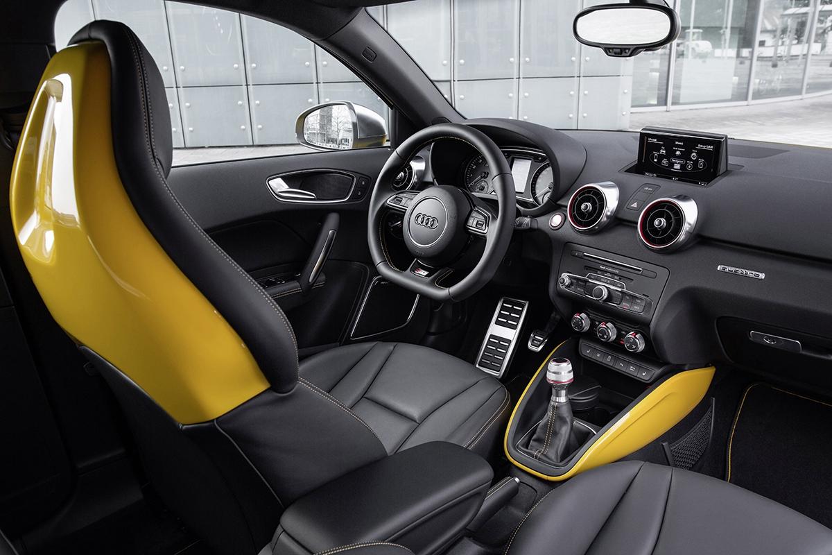 Interiéry vozů Audi bývají opěvovány pro kvalitu zpracování. S1 nabídne spoustu sportovních detailů jako anatomicky tvarovaná sedadla nebo zploštělý volant.