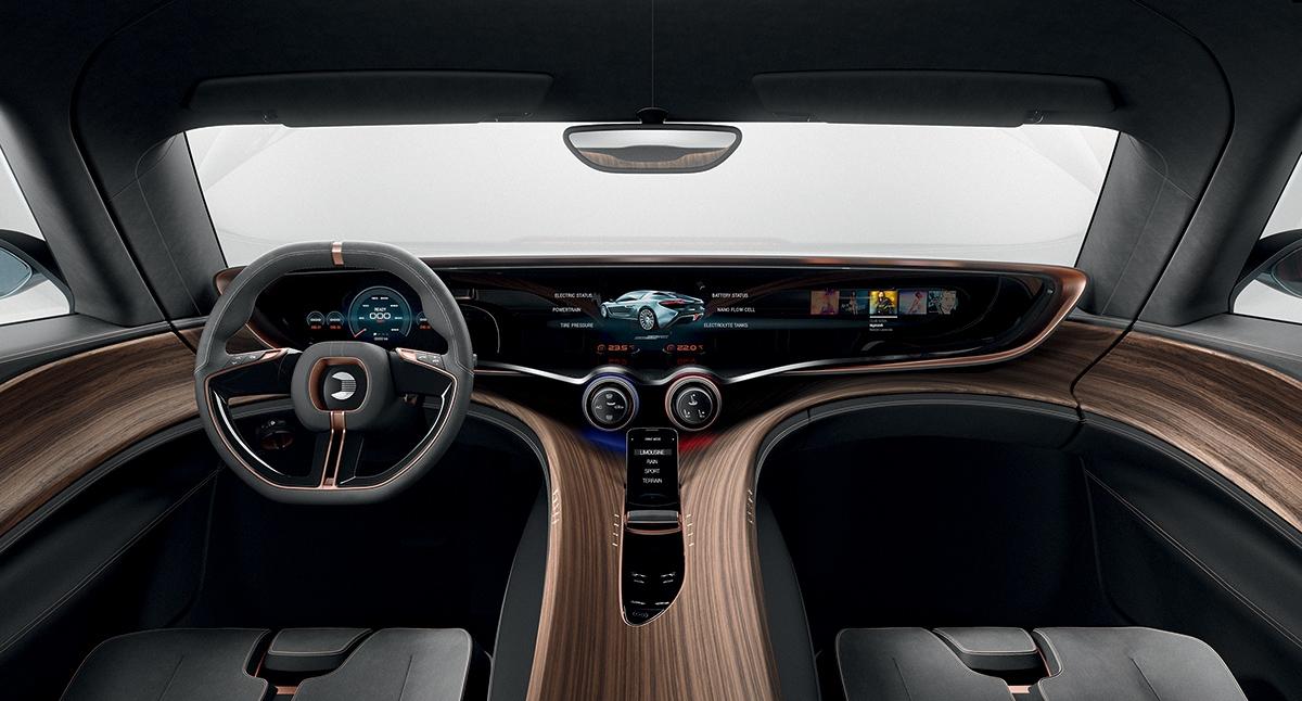Interiér je stejně high-tech jako celý automobil. Dominuje mu masivní ovládací displej.