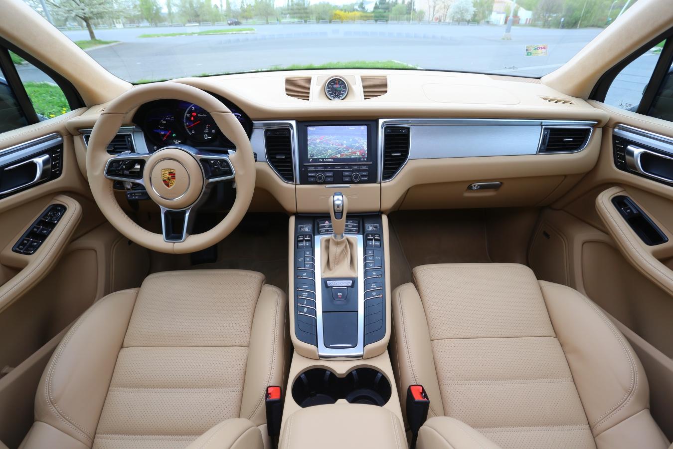 Porsche Macan interiér