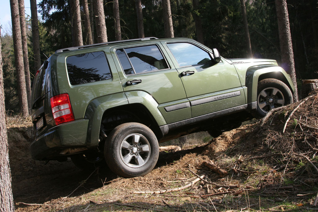 Jeep cherokee 2 8 crd 2007 fotogalerie