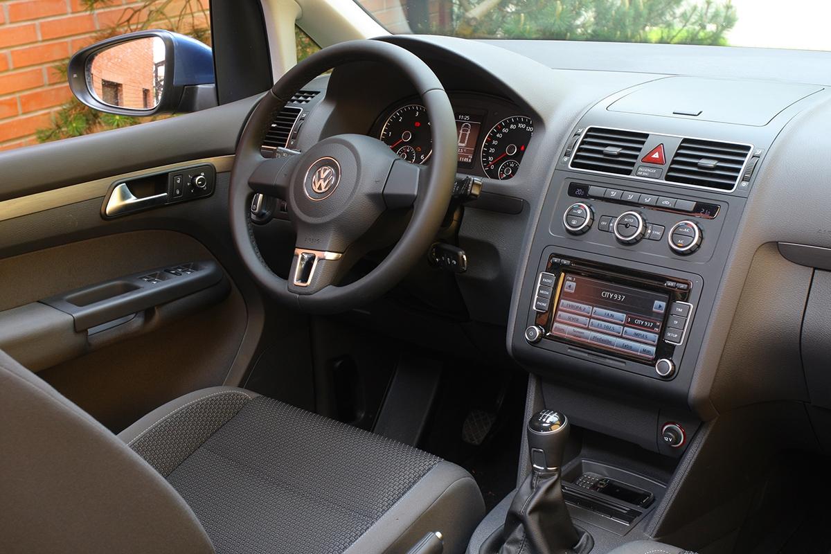 Široký rozsah nastavení sedadel umožňuje sedět ivelmi nízko, což ocení vysocí řidiči.