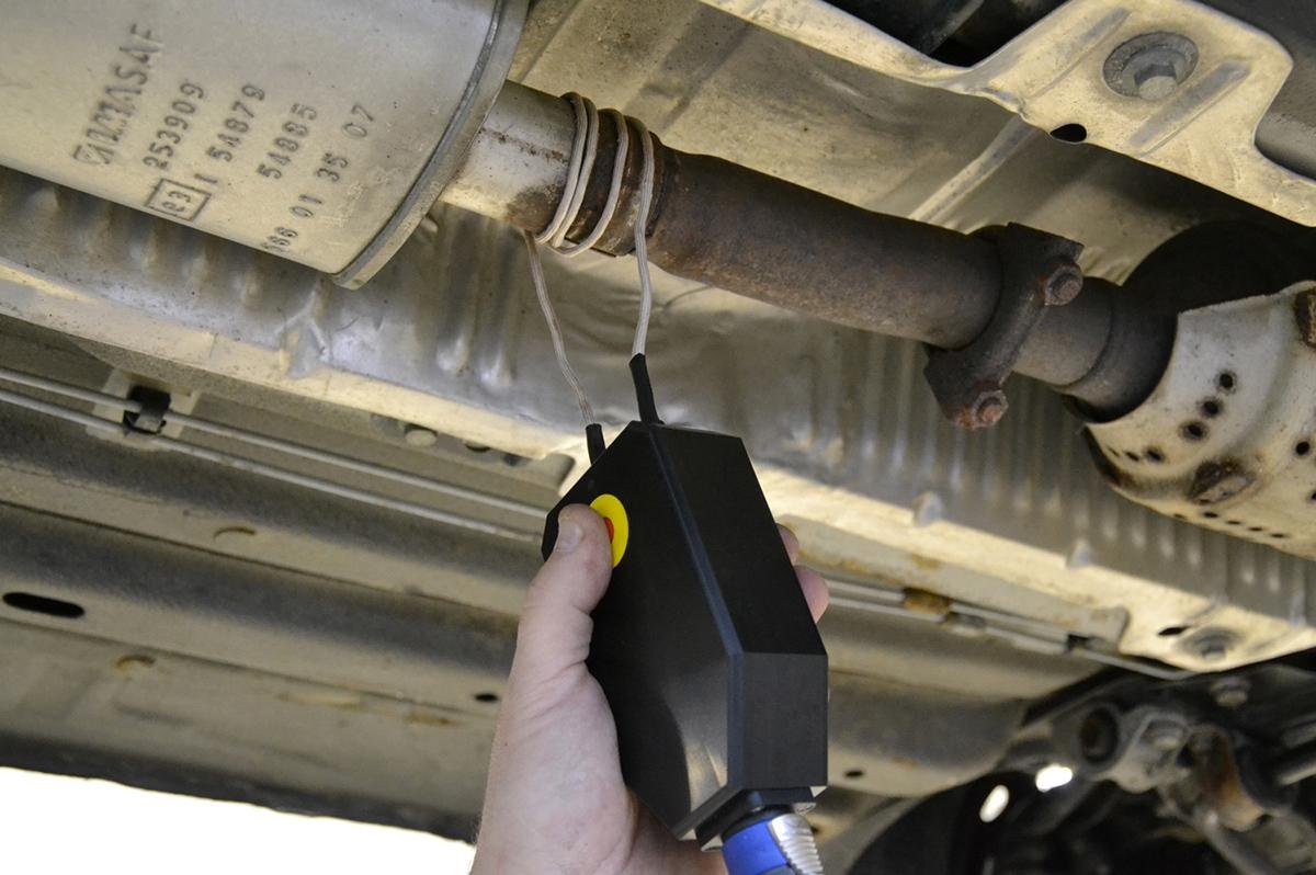 Omotání drátu kolem místa, které potřebujete rozebrat, je rychlé aefektivní.