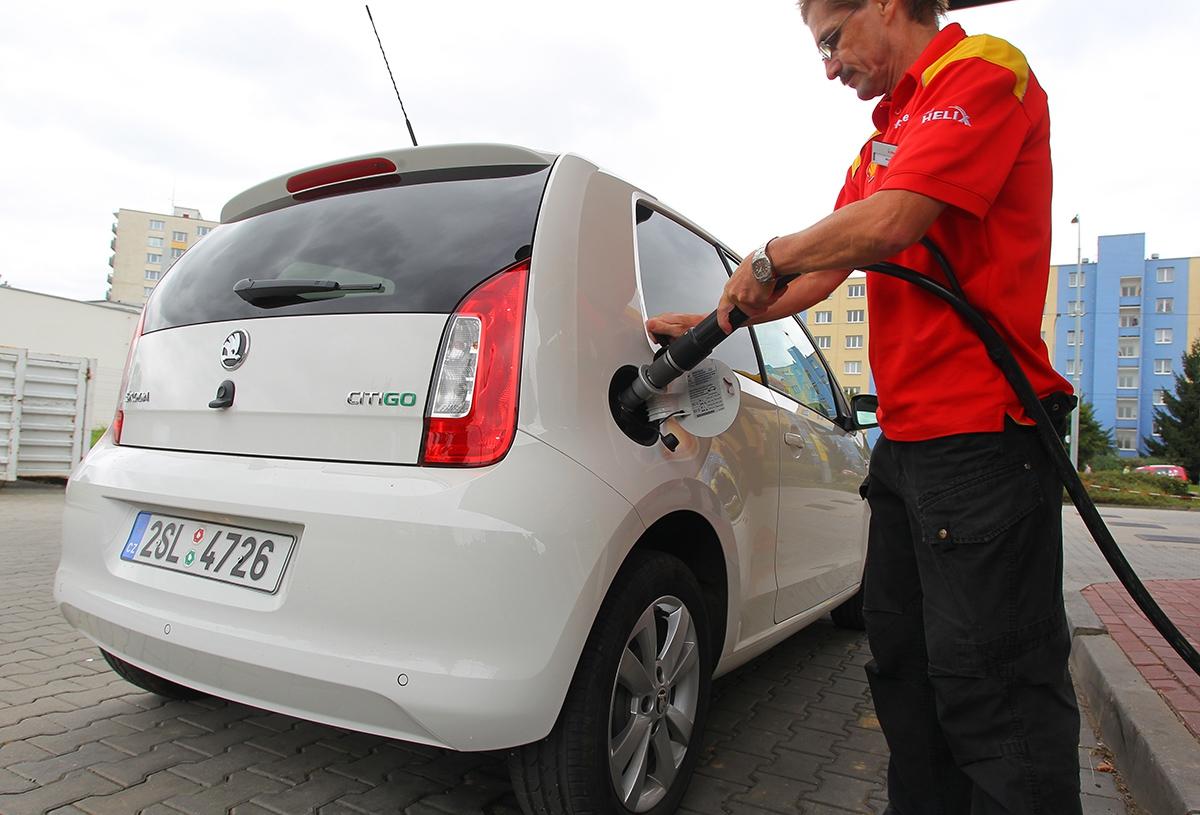 Narozdíl odLPG zvládnete tankování CNG sami, bez pomoci obsluhy.